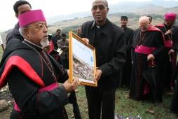 mons. Berhaneyesus D. Souraphiel, rettore dell'Università e padre Teklè Mekonnen presidente dell'Università Cattolica