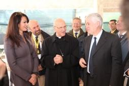 Graziano Debellini con Maria Grazia Cucinotta e l'arcivescovo Molinari